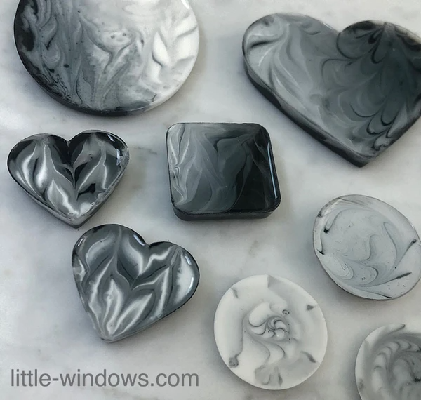 resin craft jewelry marbled black white casting