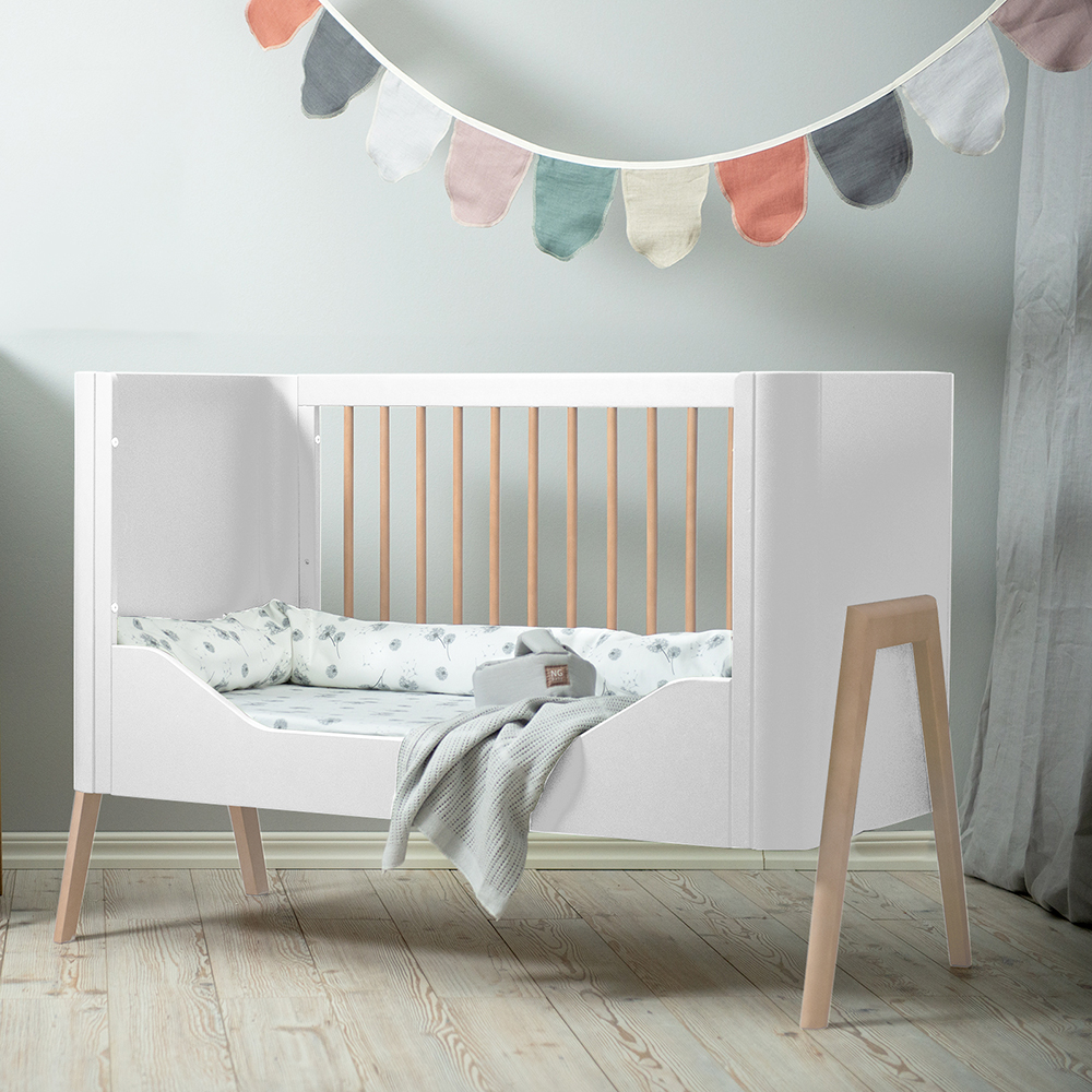 0/3 BABY TORSTEN TODDLER RAIL converts the cot into a toddler bed,made in Europe,parents can easily match the baby room with align style.