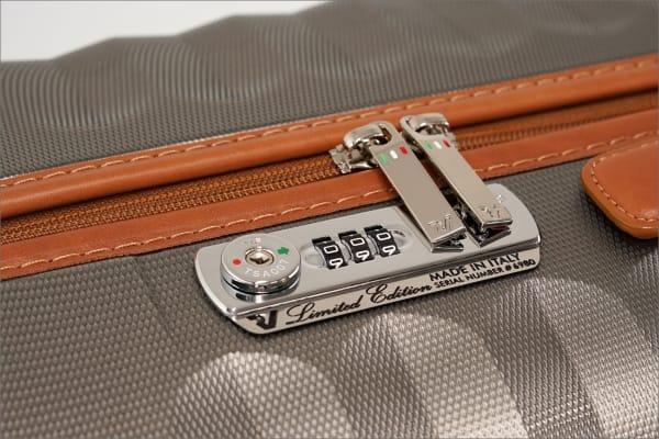 ロンカートのエレガントなスーツケース E-LITEシリーズのTSAロック