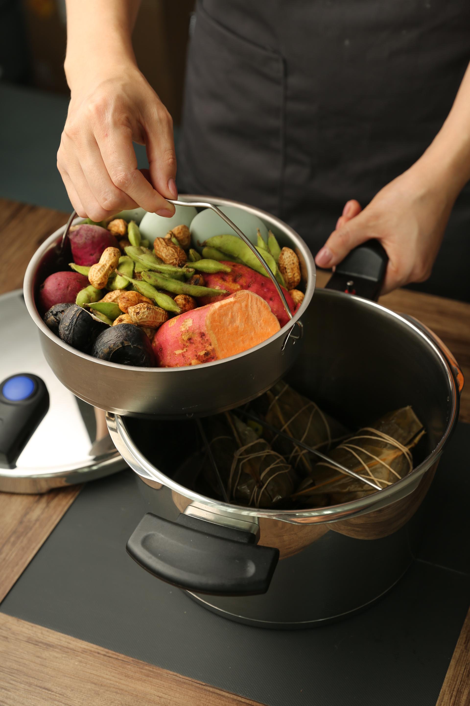 Fissler vitavitquick pressure cooker (8L+4L)